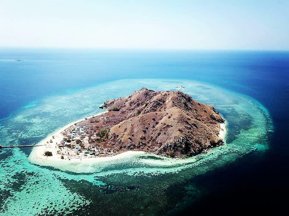 Touring the Mesmerizing Kanawa Island via Komodo Boat