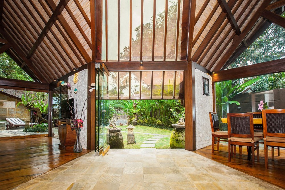 Infusing Balinese Traditional Architecture with Modern Villa Seminyak
