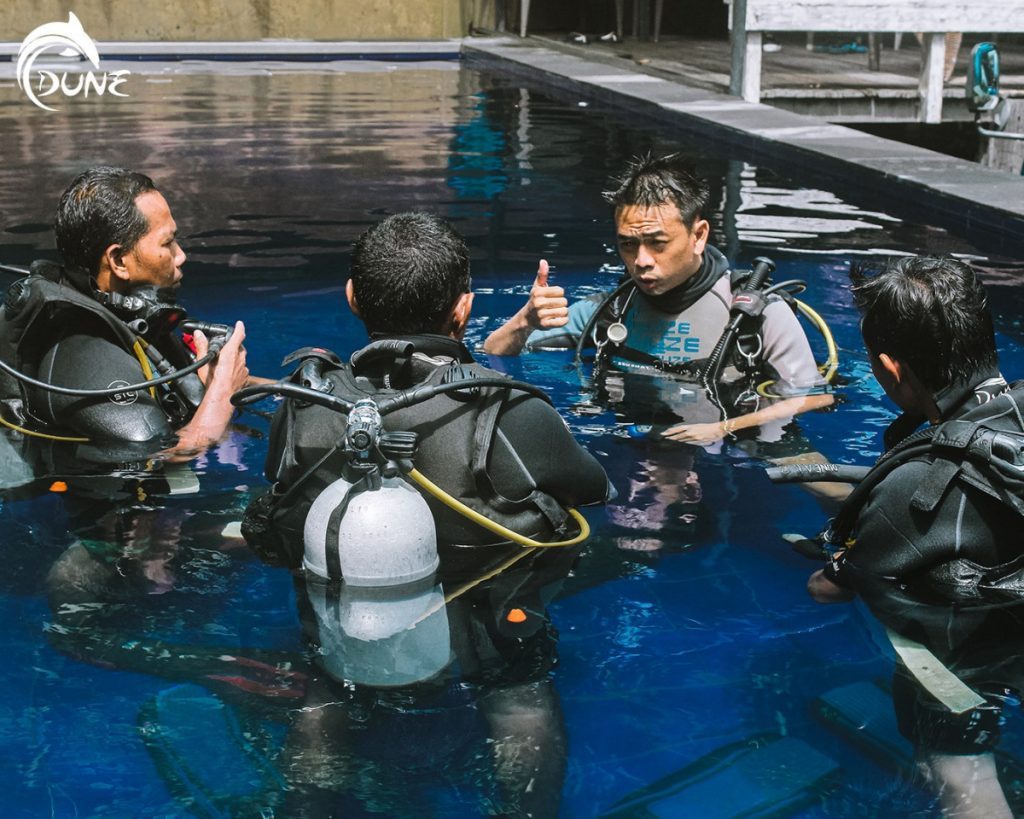 In Scuba Diving for Beginners Course, Every Question is Valid